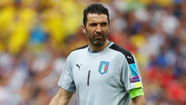 Буффон обошёл Тотти по количеству матчей в Серии А