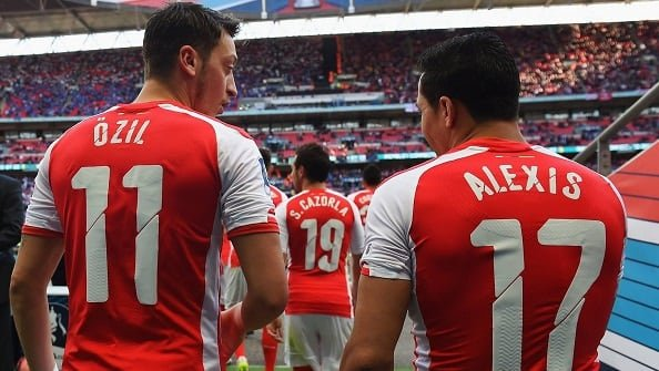 The Times: Арсенал продаст Озила и Санчеса?
