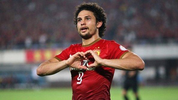 Китай намерен натурализовать 9 игроков перед отбором ЧМ-2022